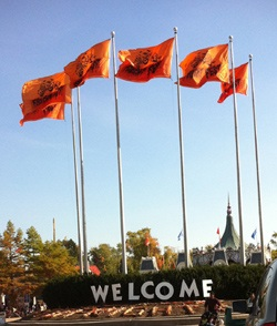 SixFlags welcome Is Six Flags Fright Fest Kid Friendly or What Nightmares are Made of?