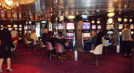 HAL casino Holland America Nieuw Amsterdam Review: Is it Kid Friendly?