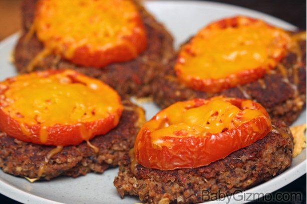 quinoa burgers3 Quinoa and Black Bean Burgers