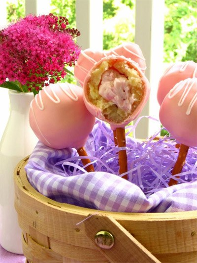 Strawberrry Cheesecake Stuffed Amarette Cakepops