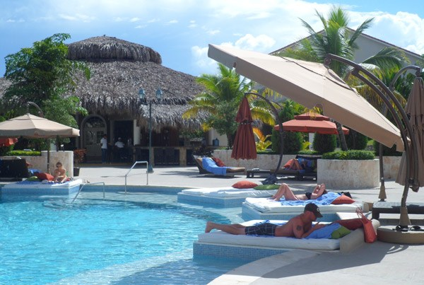 DR poolbed Lifestyle Holidays Resort Puerta Plata Review (VIDEO)