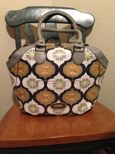 20121112 192243 Petunia Pickle Bottom Leather Holdall Review: My Dream Diaper Bag