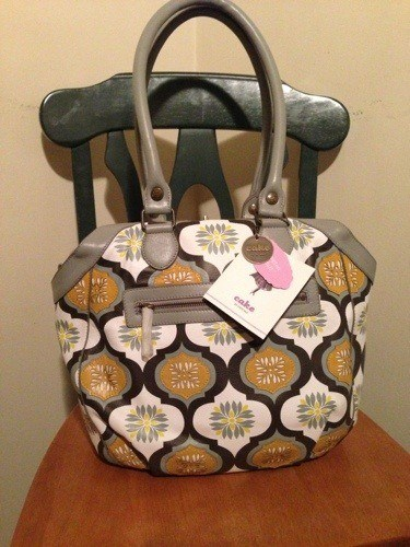20121112 192255 Petunia Pickle Bottom Leather Holdall Review: My Dream Diaper Bag