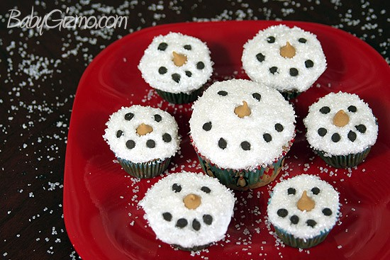 How to Make Snowman Cupcakes VIDEO