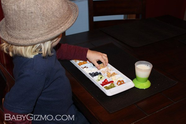 toddlerbuffet3 How to Make a Toddler Mini Buffet