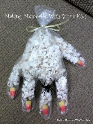 popcorn mummy hand