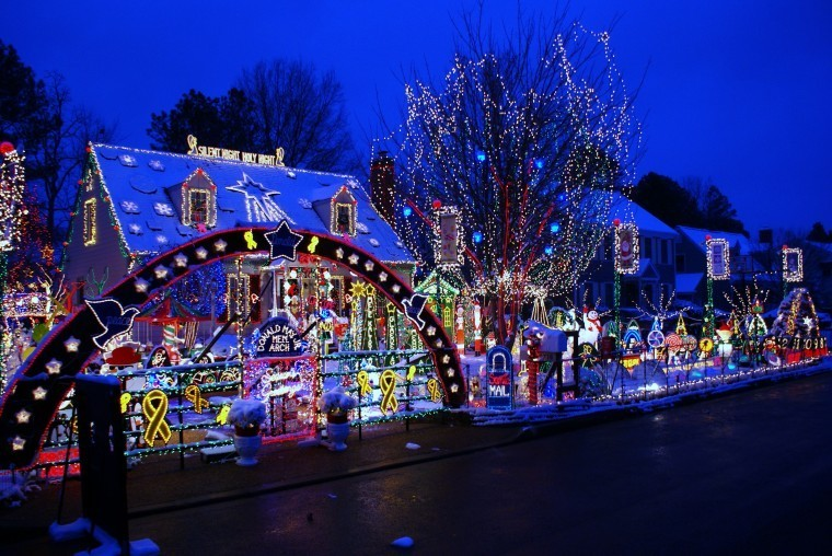 7 U.S. Neighborhoods with Amazing Christmas Lights Displays