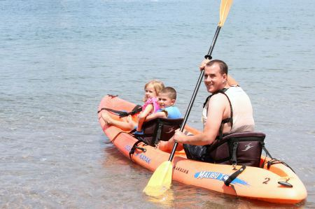 dad kayaking with two kids