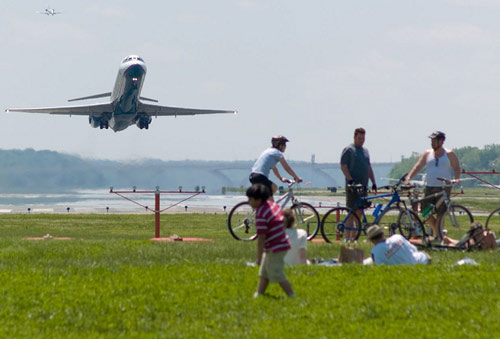 5 Great Places to Watch Airplanes