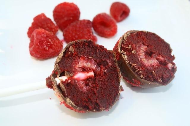 raspberry stuffed cake pops