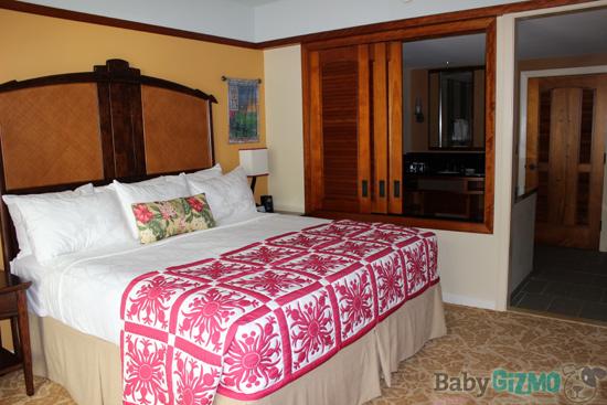 Disney Aulani resort bedroom