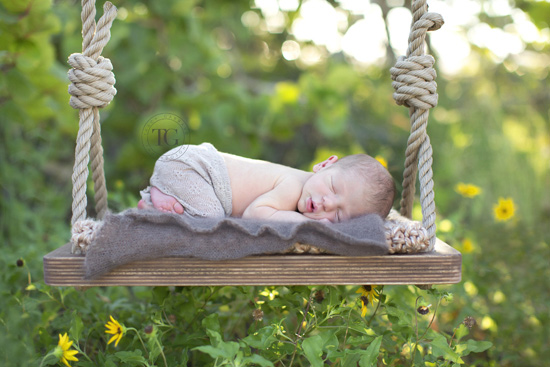 How-to Guide: Searching for Newborn Photographers