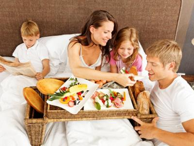 Breakfast-in-bed--family--mother-s-day--mom--kids---27753630
