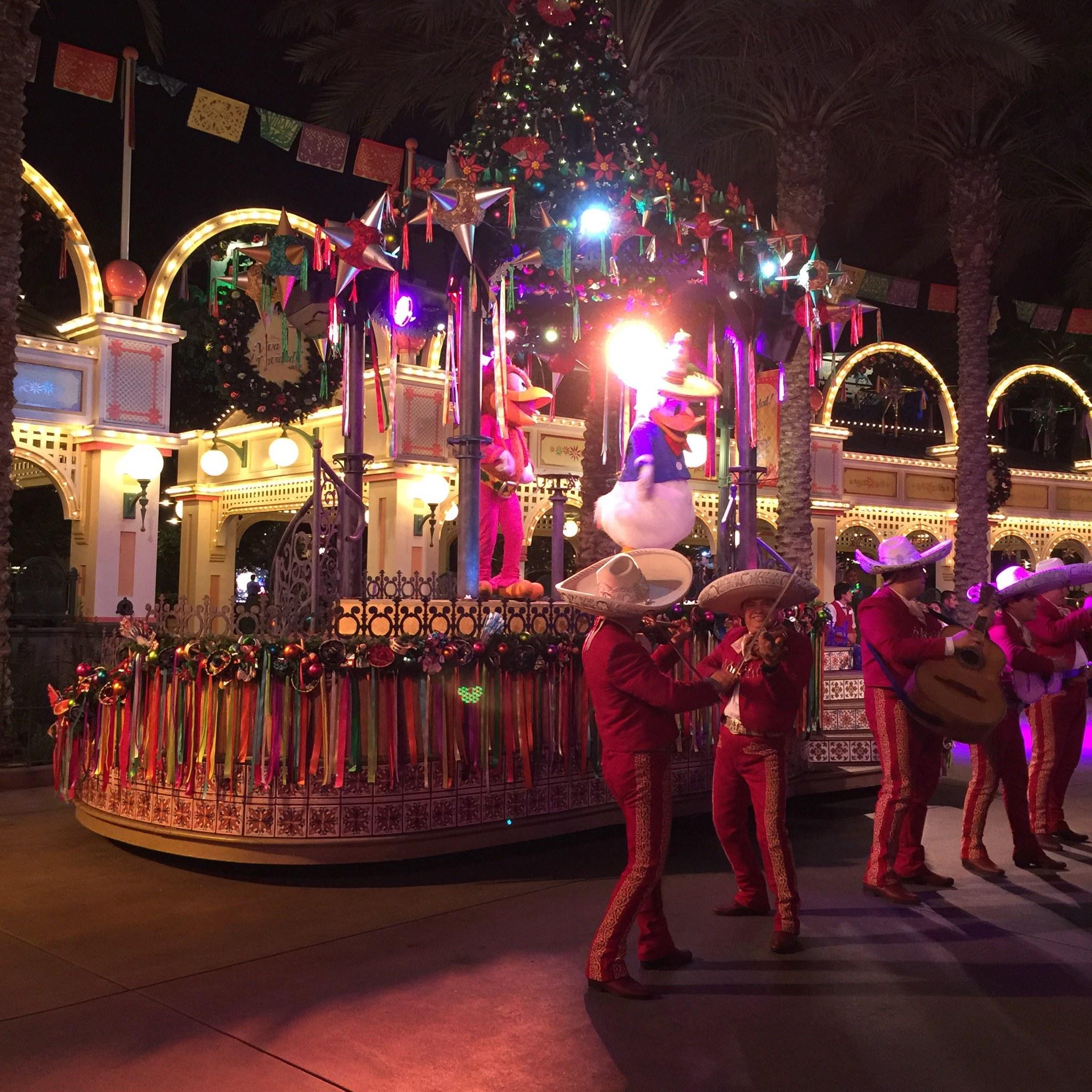 disney viva navidad parade