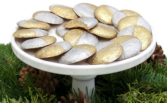 gold and silver cookies