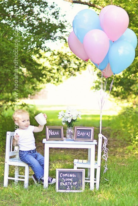 little boy with pink and blue balloons