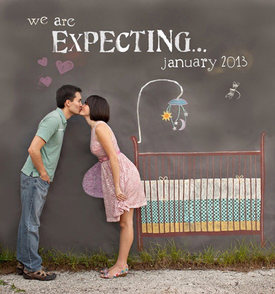 couple kissing announcing baby
