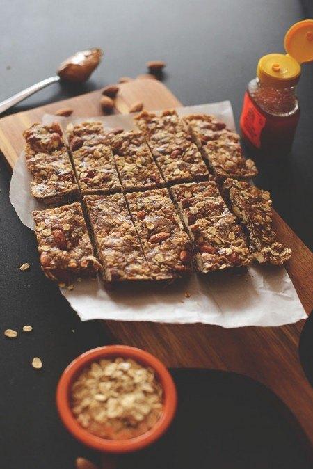 Great Snacks to Bring The Breastfeeding Mom: Granola bars
