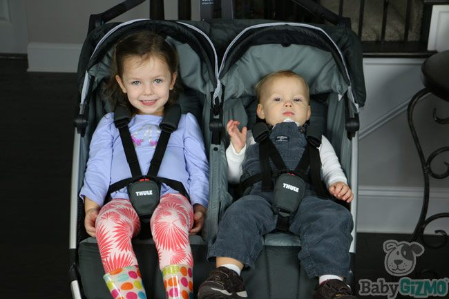 Thule Urban Glide 2 Jogging Stroller Review (VIDEO)