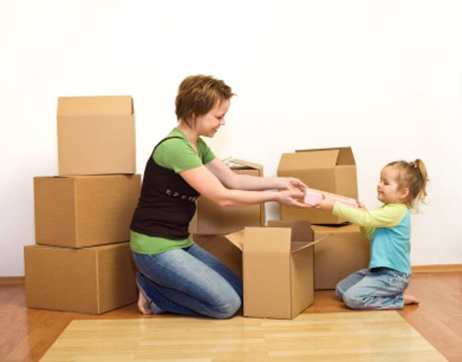 pregnant moving with a toddler