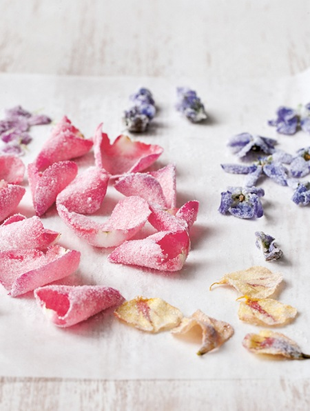 10 Recipes Using Edible Flowers