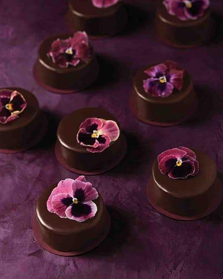 mini-milk-chocolate-wedding-cakes