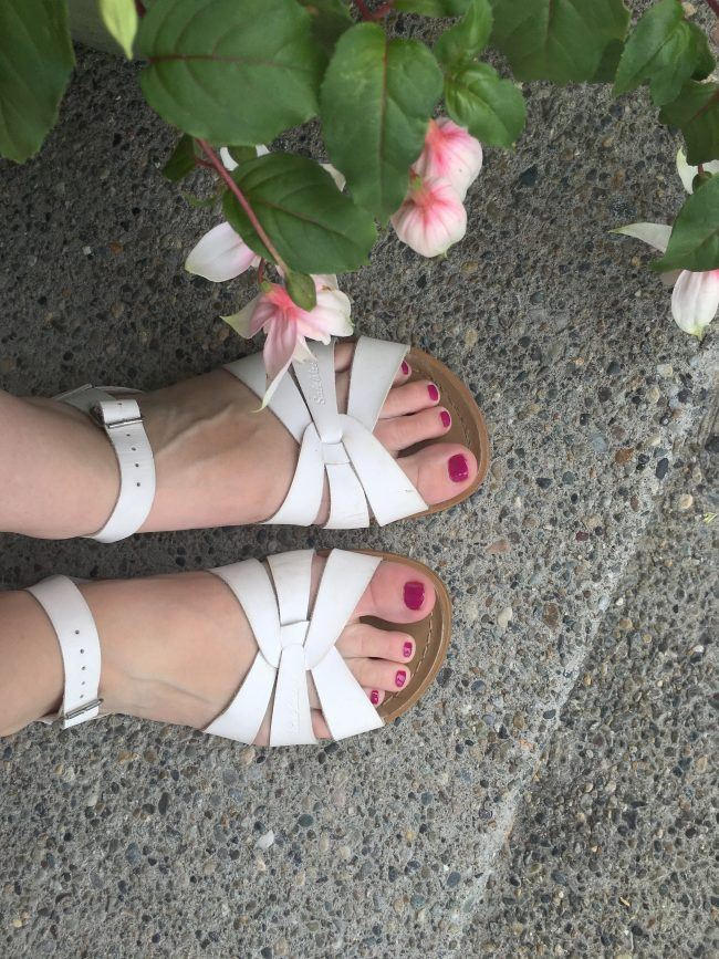 salt water sandals for moms