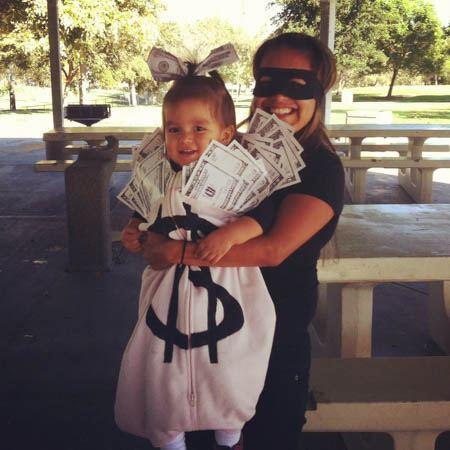 robber-cash-bag-costume