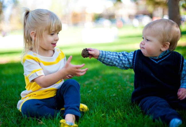 Tips for Teaching Older Siblings to Share When Baby Arrives