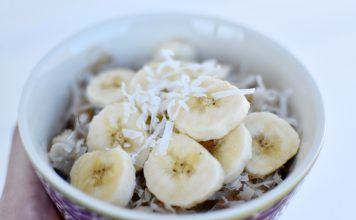 20+ Oatmeal Toppings That Will Make Back to School Breakfasts Extra Fancy