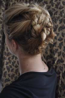 5 Great Hairstyles for Busy Moms (With Shoulder Length Hair)