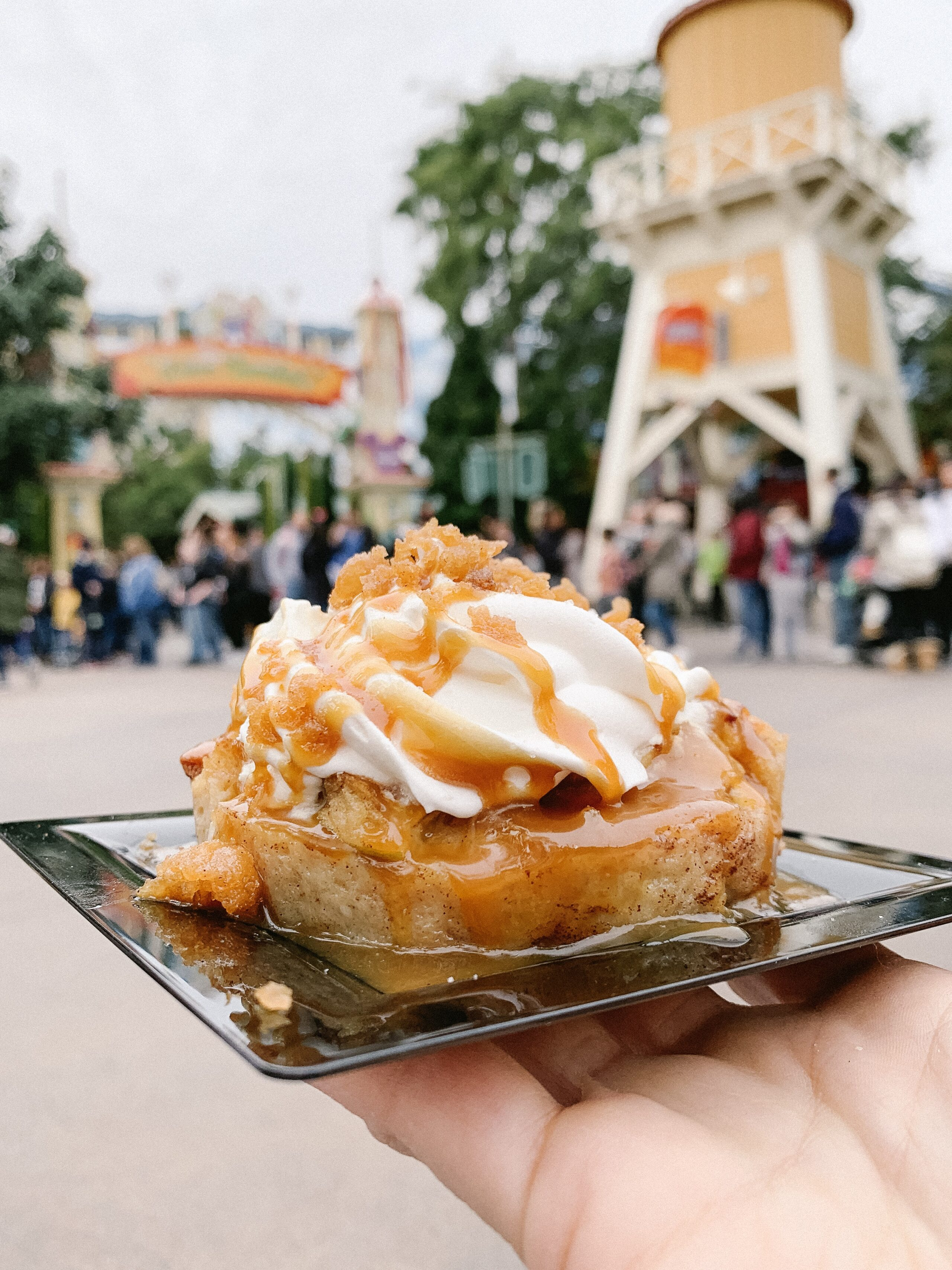 apple fritter bread pudding at disney