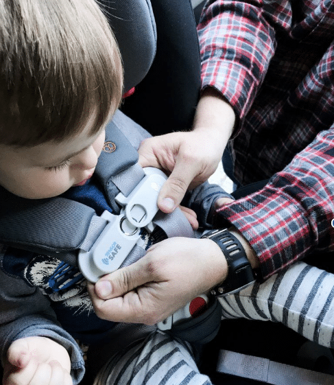 buckling child into car seat