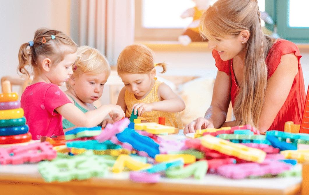 3 preschoolers with a teacher