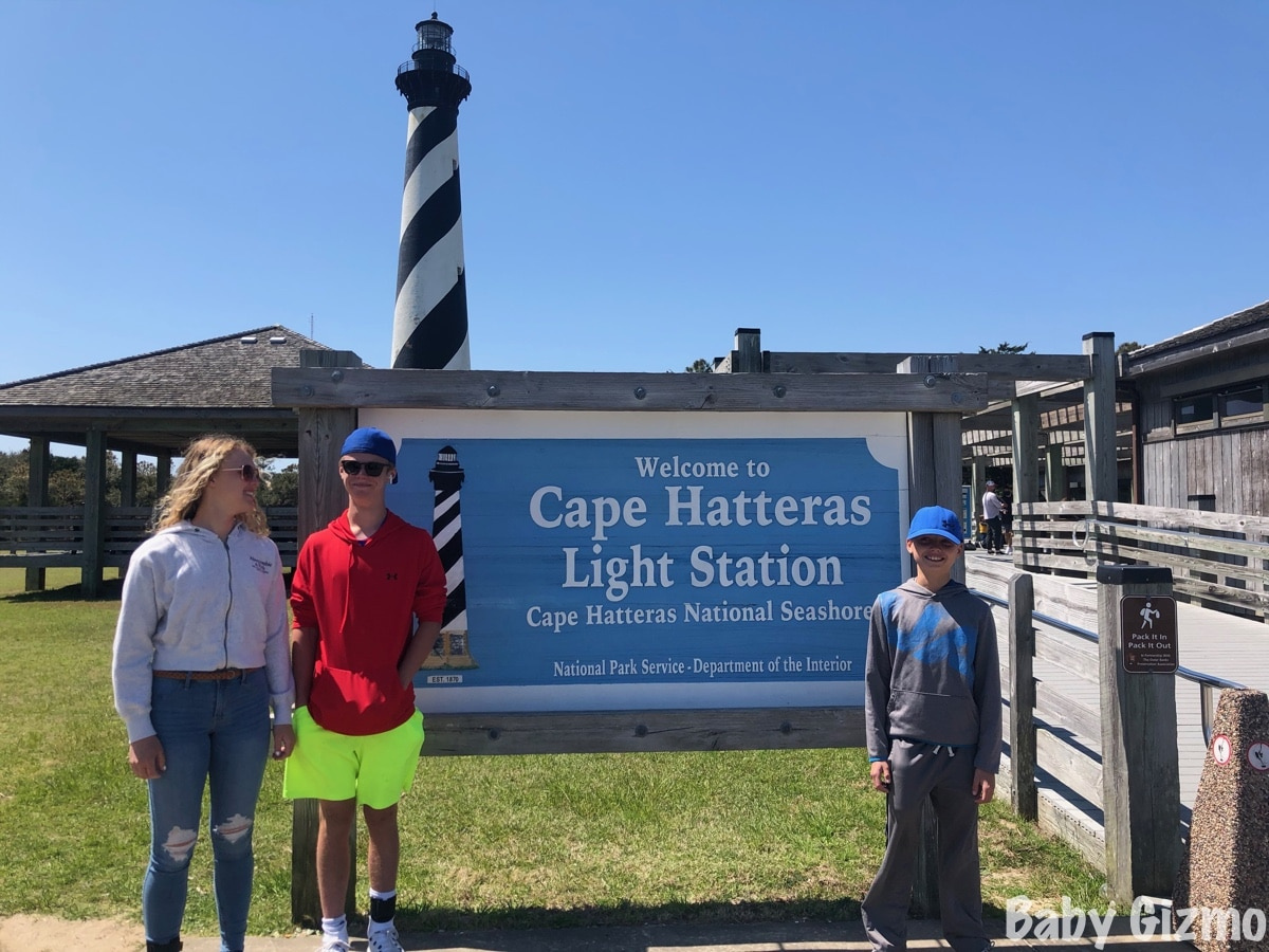 kids standing in front of cape hatteras light station sign