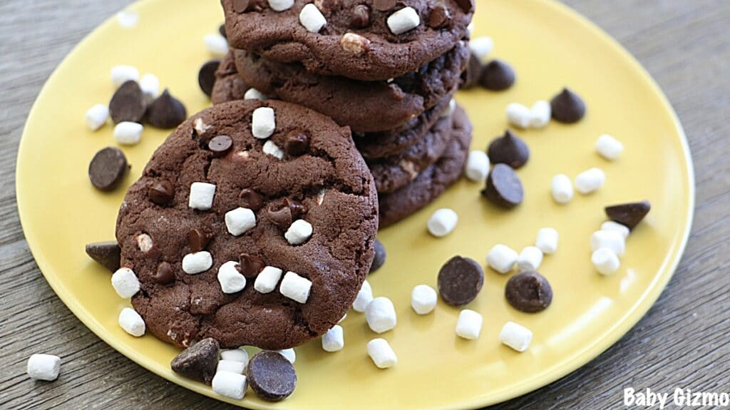 Hot Cocoa Cookies on yellow plate