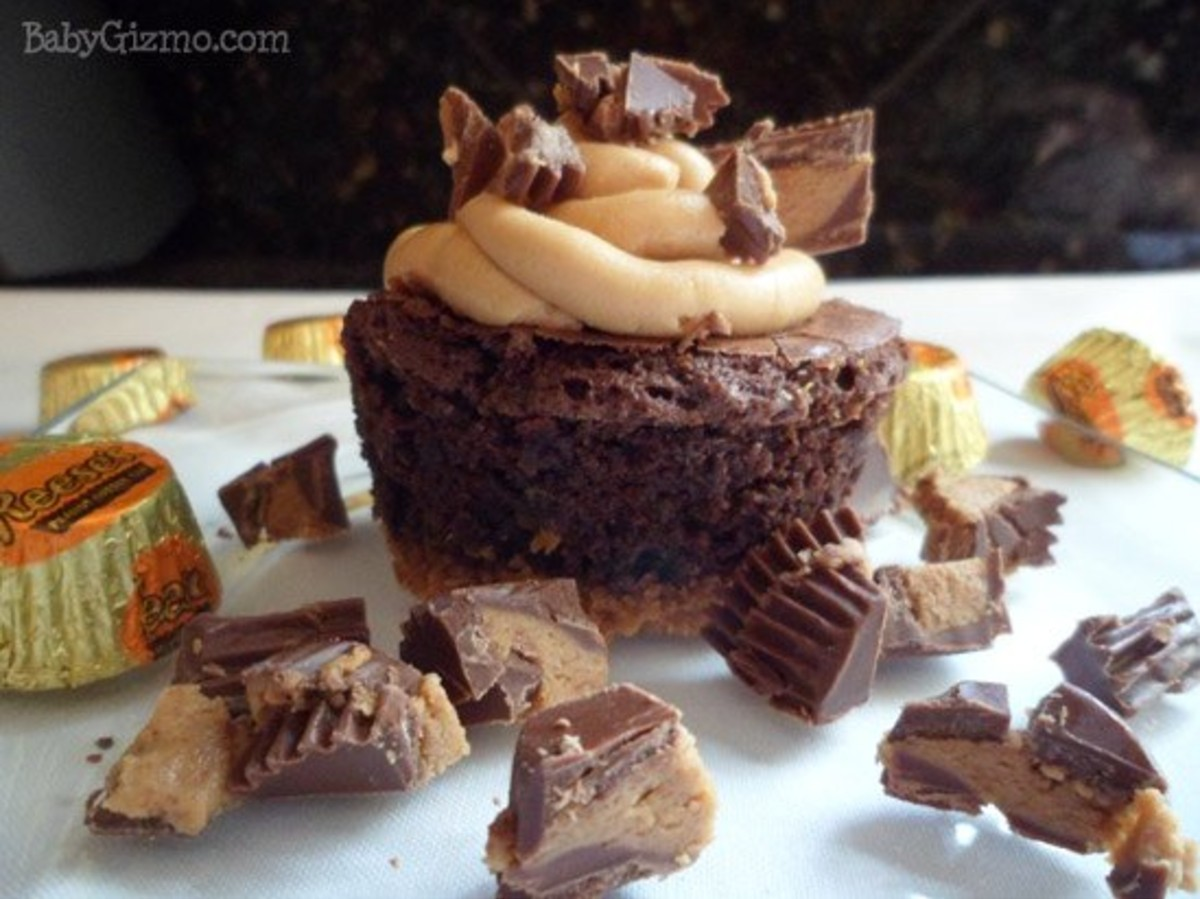 brownie cupcakes with peanut butter candies