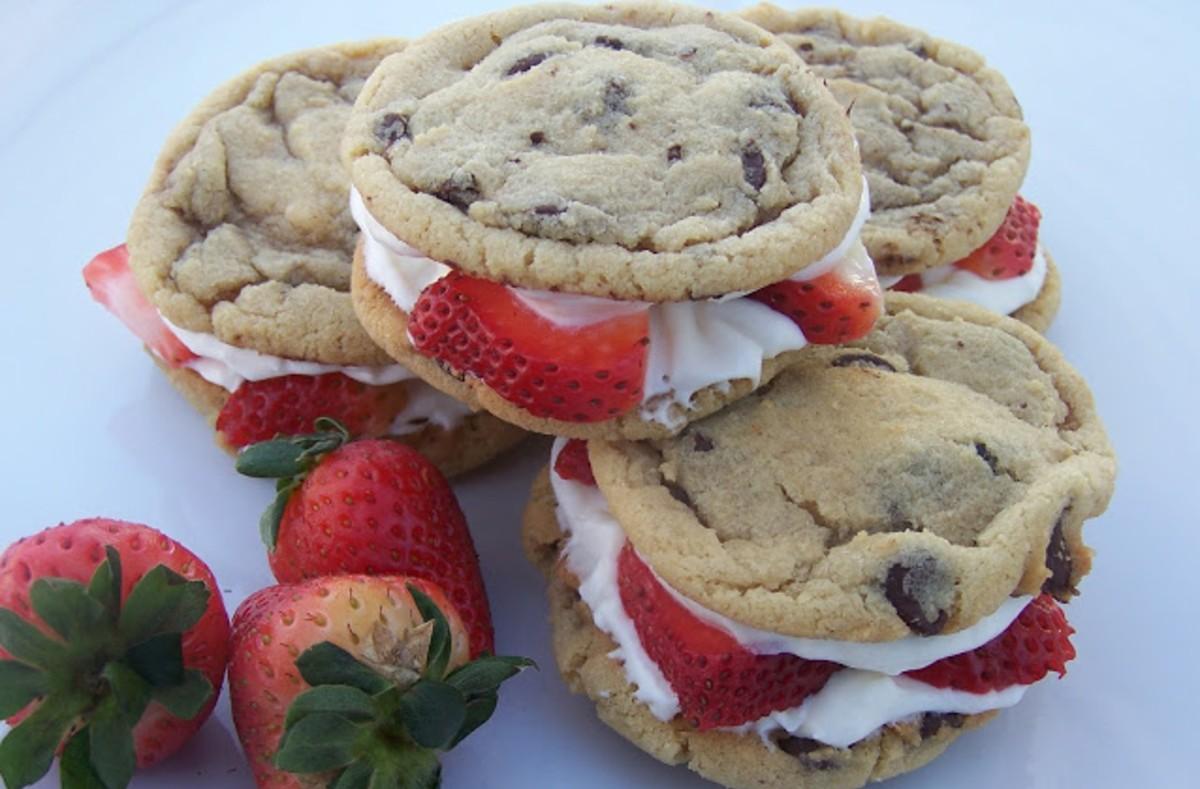 strawberry cheesecake cookie sandwiches