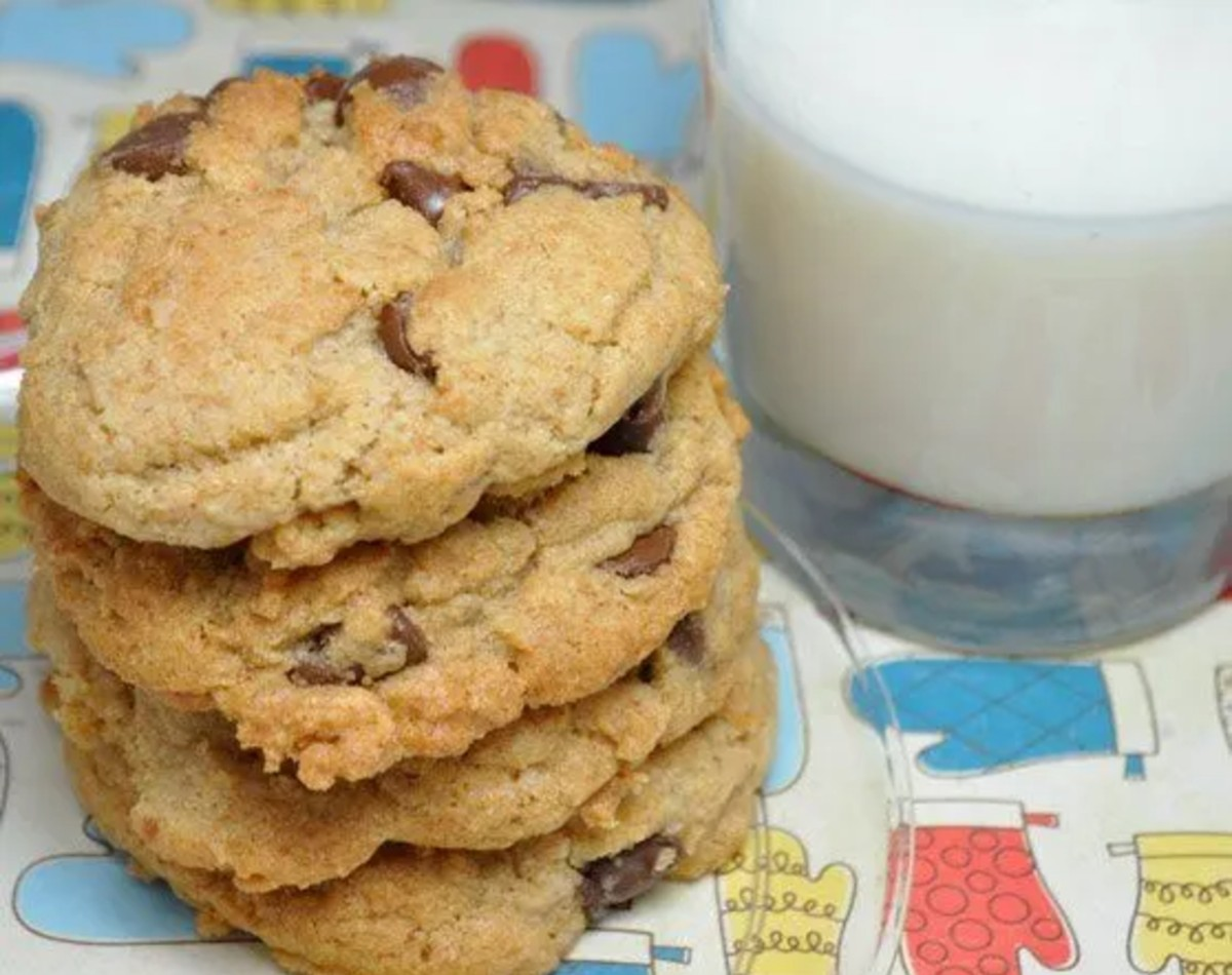 Whole Wheat Banana Chocolate Chip Cookies with milk