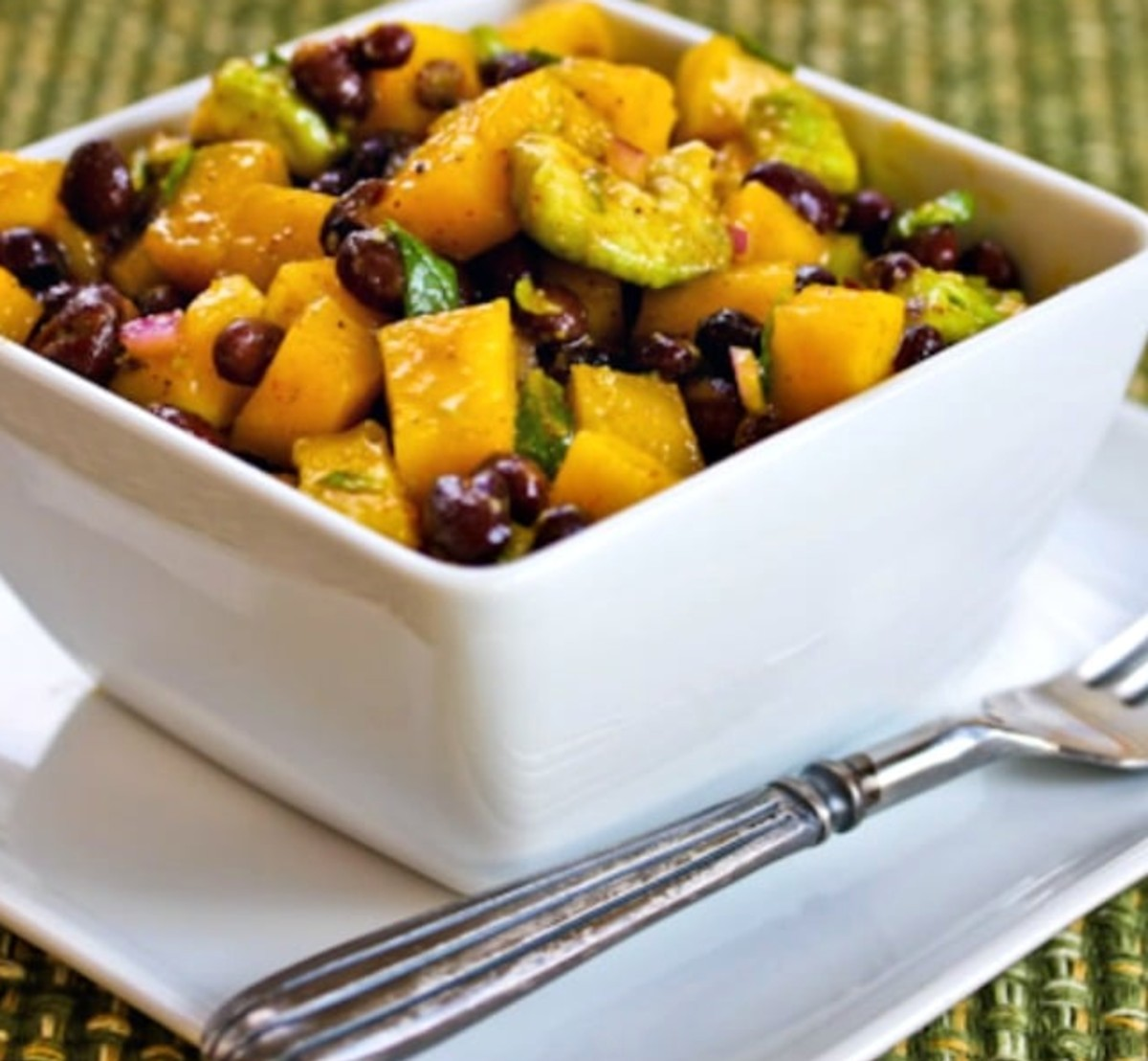 Mango salad with beans, avocado and mint