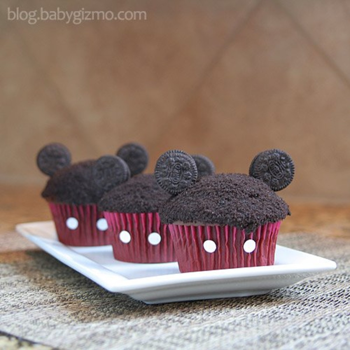3 mickey mouse cupcake