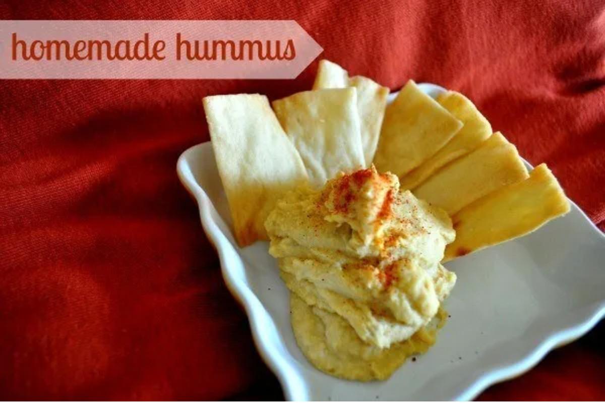 Homemade Hummus with crackers