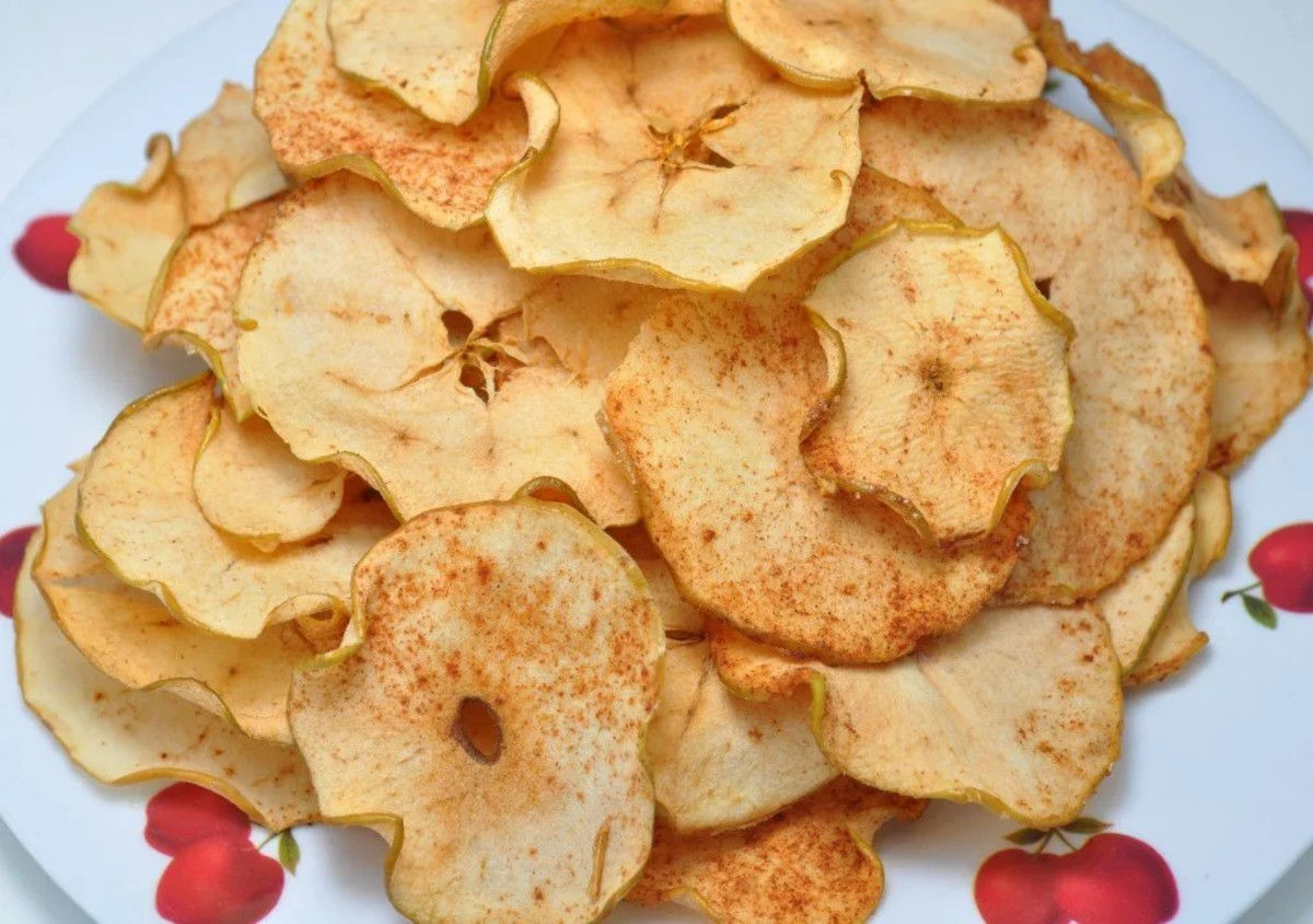 apple chips on a plate