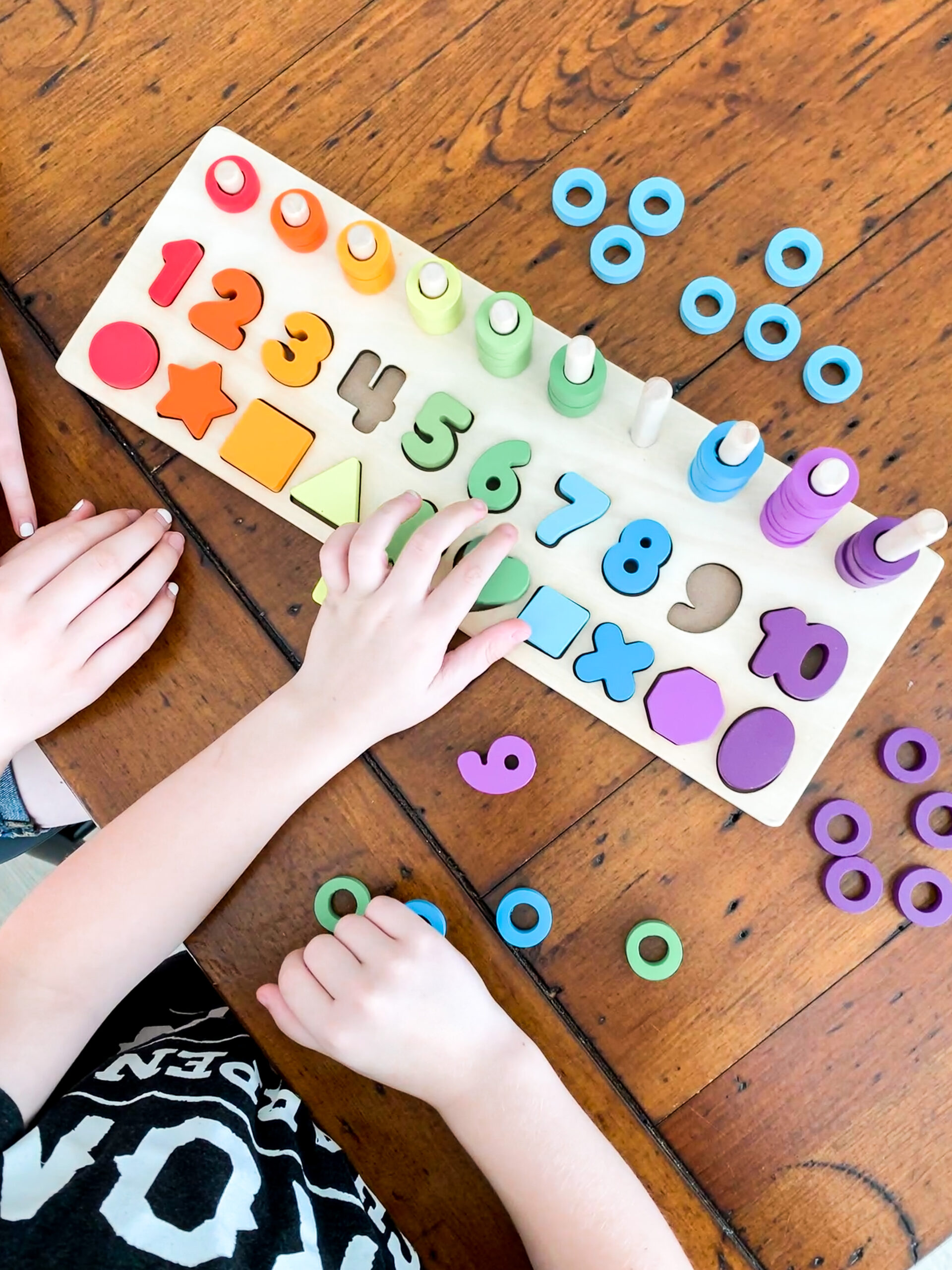 Roar Line with numbers and shapes