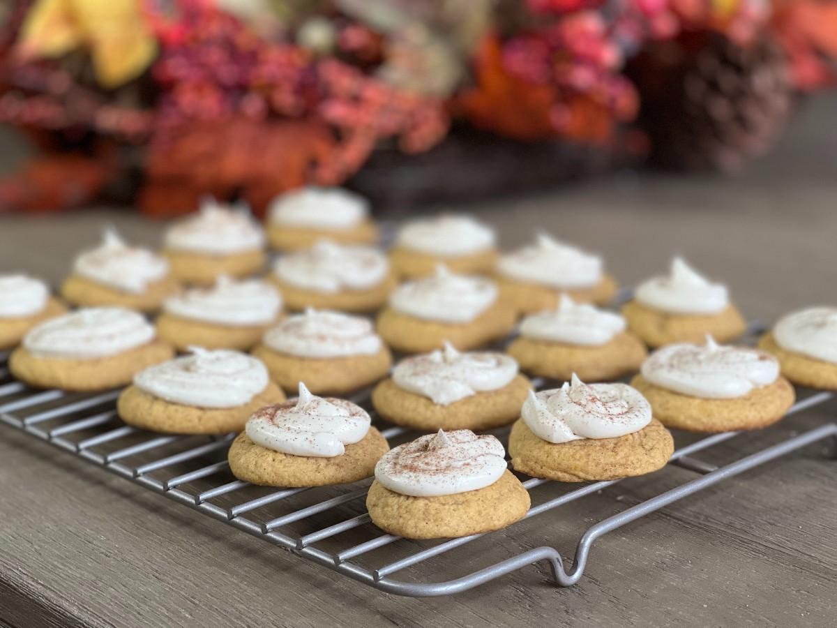 crumbl caramel pumpkin cookies